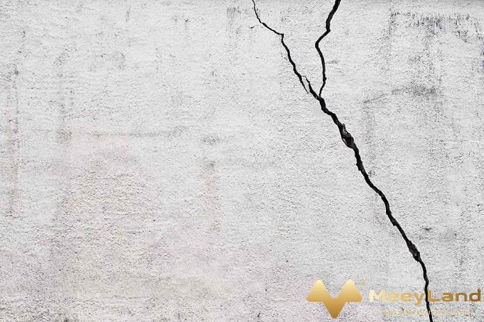 1 anh 1 vet nut tuong xuat hien tu nhieu nguyen nhan nguon internet - Gợi ý phương pháp xử lý nứt tường bê tông hiệu quả - xay-dung-kien-truc