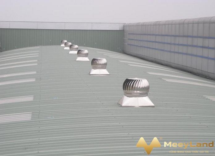 3 anh 3 su dung qua cau thong gio nguon internet - Mách bạn 10 + giải pháp chống nóng cho nhà mái tôn hiệu quả - giai-phap-xay-dung