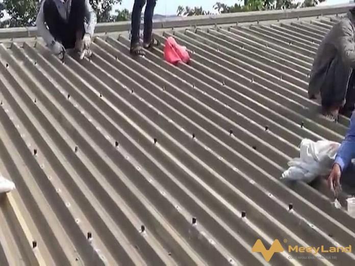 Mai ton bi dot do nhieu nguyen nhan - Chống dột mái tôn – Tiết lộ cách chống dột hiệu quả 100% - giai-phap-xay-dung
