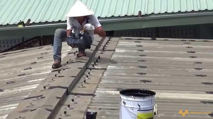 nhung cach kiem tra mai ton bi tham dot don gian nhat - Chống dột mái tôn – Tiết lộ cách chống dột hiệu quả 100% - giai-phap-xay-dung