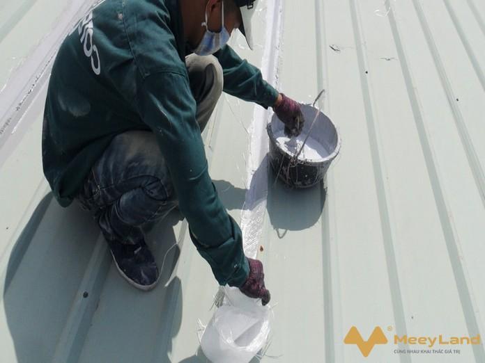 Su dung keo chong dot mai ton la phuong an hieu qua tiet kiem - Chống dột mái tôn – Tiết lộ cách chống dột hiệu quả 100% - giai-phap-xay-dung