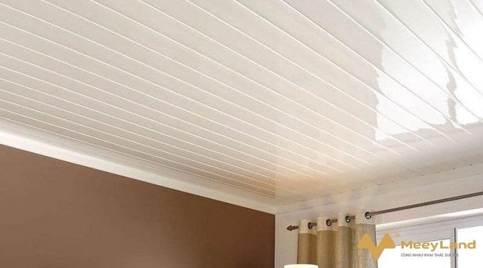 Mẹo nhỏ xây dựng: lợp trần chống nóng và xử lý nứt tường ra sao?
